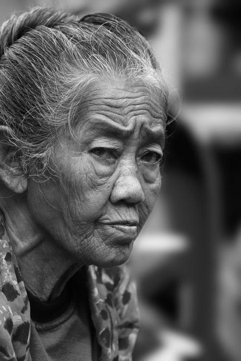 Portrait de femme au marcher d'Ubud à Bali