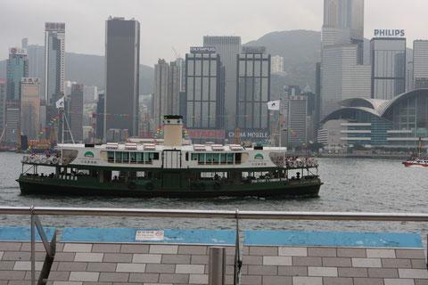 Starferry vor der Skyline Hong Kongs