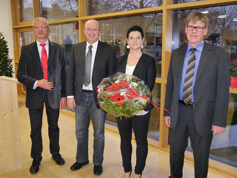 Mit Rektorin Ulrike Stoll hat die WRS Lauchringen eine neue Schulleiterin. Der frühere Schulleiter Werner Schmidt, Bürgermeister Thomas Schäuble und Schulrat Rudolf Schick gratulieren. (von links) Nov 2014