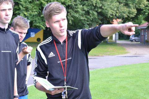 Vincent Manthey: Organisator des I. Referees Day an der Jevenau zeigt wo es lang geht