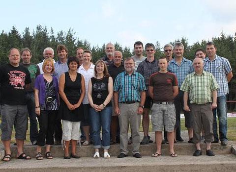 Das Bild zeigt das Trainer- und Betreuerteam der JFG sowie die Verantwortlichen aus der Vorstandschaft in der Gründungssaison 2010/11.