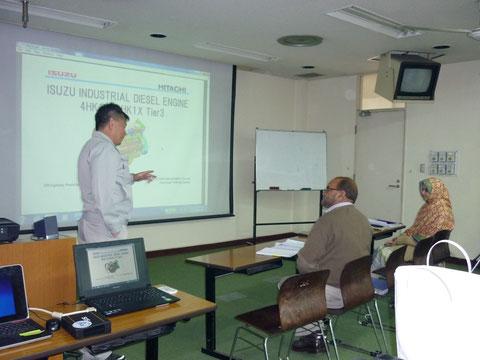 電子制御エンジンの説明とスキャンツールの使用方法を説明(場所:CTTI教室)