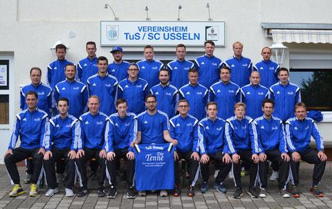 """Der TuS Usseln mit den gesponsorten Traininganzügen von """"Die Tenne"""" (www.tenne-willingen.de)."""