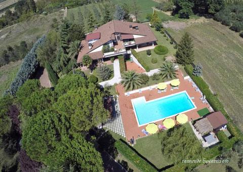 villaumbria spa, villa umbroa piscina, villa assisi spa, villa assisi piscina, villa piscina, villa con spa