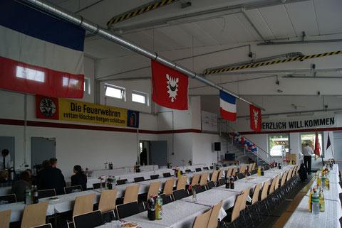 Die Schlüsselübergabe im neuen Feuerwehrhaus in Wellsee