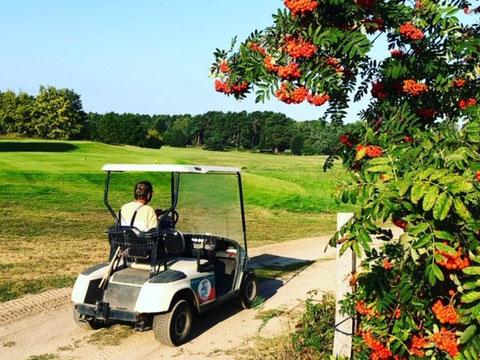 Blick zum Clubhaus vom Golfclub Berlin-Prenden