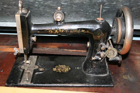 DAVIS  VF  Model 5 (treadle)  #  368.663 ( from sewingmech )