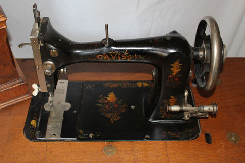 DAVIS  VF  Model  7 var 1  # 3.647.489 ( from sewingmech )