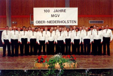 1993 - Kreissängerfest des MGV Ober- und Niederholsten erstmals in einer Sporthalle