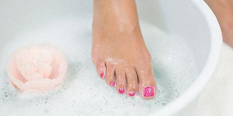 kosmetische Fusspflege mit Peeling und Massage