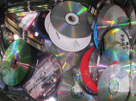 CDs + DVDs + Blu-ray-Discs