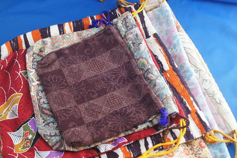Japanese Style Pouch made by my grandmom.   It's free.  I know she will be happy if many people can use this.