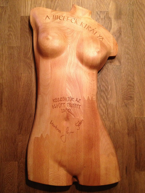 Frauenkörper nackt aus Holz