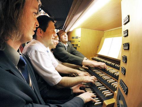 40 Finger / 424 Tasten: ein Tango für vier Spieler an einer Orgel   |   Foto: Klaus Landry