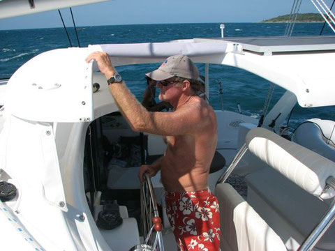 Catamaran Sould sailing to Racha Island