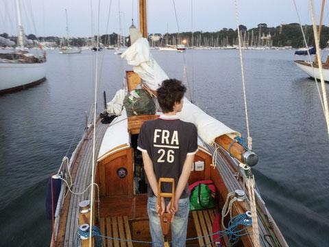 Départ de Bénodet au petit matin pou run long convoyage retour vers le Golfe du Morbihan en une traite.