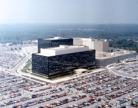 Funktionstrennung und Autofixierung in perfekter Ausführung: das NSA-Gebäude in Maryland. Foto: von Unbekannt [Public domain], via Wikimedia Commons