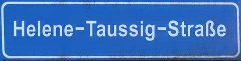 """Straßenschild einer möglichen Salzburger """"Helene-Taussig-Straße""""; Grafik ©: Memory Gaps 2020"""