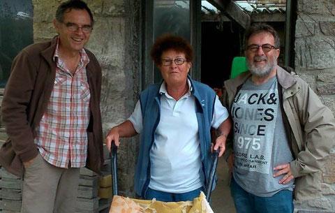 Mme Cov entourée de deux représentants des VdP venus prendre des nouvelles de l'avancement du chantier
