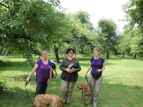 von rechts: Sabine mit Nangas Tochter Jamila, Ute, Beatrix mit Nanga   ,