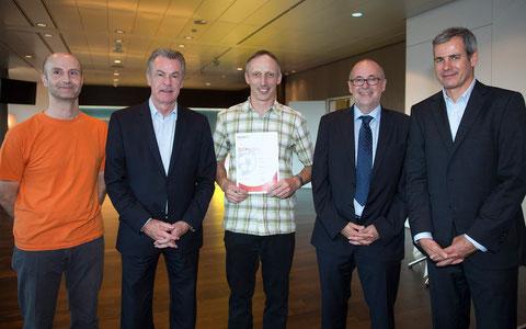 Von links: Marco Halter (ESC), Ottmar Hitzfeld (Nati-Trainer), Andreas Feer (ESC), Peter Gilliéron (SFV), Raphael Ammann (SUVA)