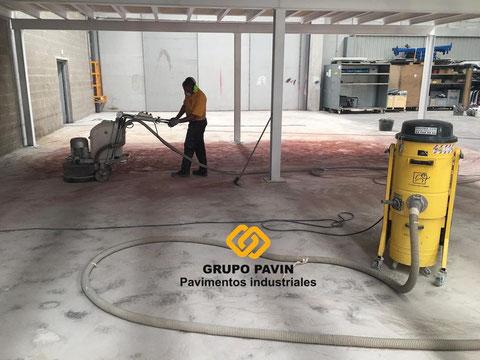 Preparación del pavimento industrial  para aplicar el pavimento industrial epoxi bicapa base agua transpirable