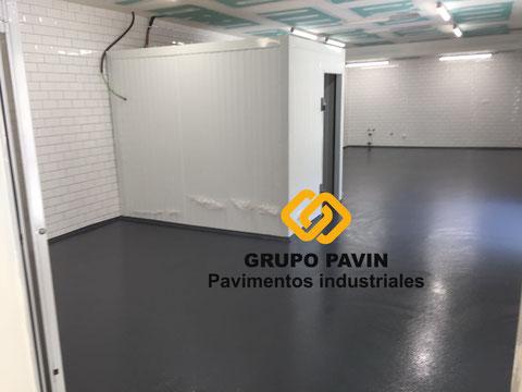 Capa de fondo para suelos de resina aplicada por Grupo Pavin