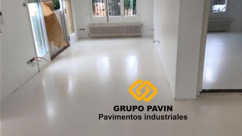 Suelos y pavimentos industriales de resinas continuos en Barcelona para salas blancas