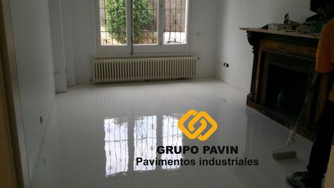 Suelos y pavimentos industriales de resinas continuos en Barcelona para clínicas