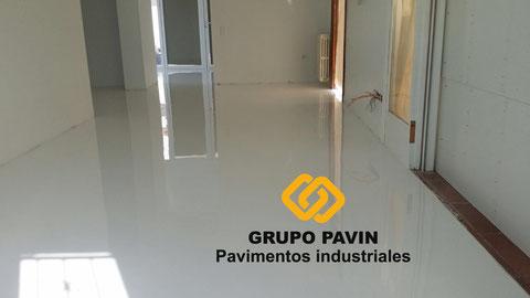 Suelos y pavimentos industriales de resinas continuos en Barcelona para laboratorios