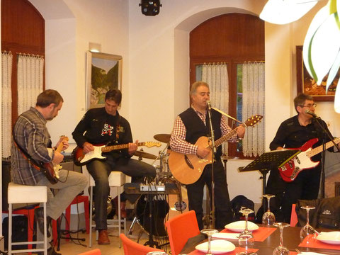 Rojillos Blues Band en el Palacete de Burlada