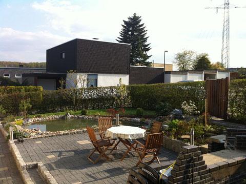 Terrasse Stelen Pflasterarbeiten Teichanlage