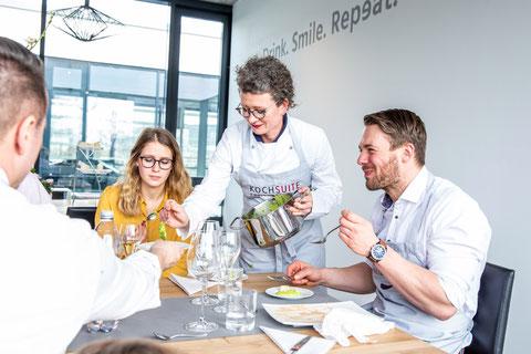 KochSuite Freiburg Event-Location Christina Hasenaug bewirtet Gäste