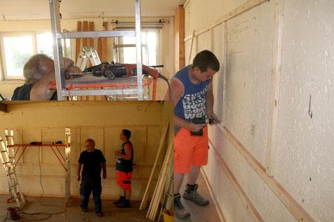In der Lokleitung wurde im Versammlungsraum die Unterkonstrultion für die neue Wandverkleidung angebracht.