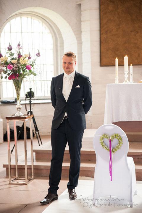 Bräutigam, Hochzeitsreportage Koblenz, Traumhochzeit auf Ehrenbreitstein, kirchliche Trauung, Fotografin Koblenz, exklusive Hochzeitsfotos, olga-schulz-fotografie.de, Olga Schulz, os-fotozauber