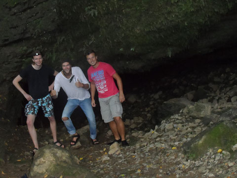 From left to right: Thomas, me and Rick. Happy cave explorers!