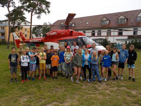 Hubschraubereinsatz auf unserem Sportplatz - keine Angst, wir sind alle gesund