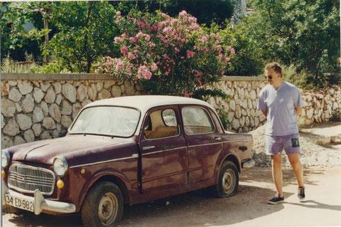 NSU-Fiat Neckar in der Türkei, der Kerl im Bild kalkuliert gerade die Überführungskosten nach Deutschland