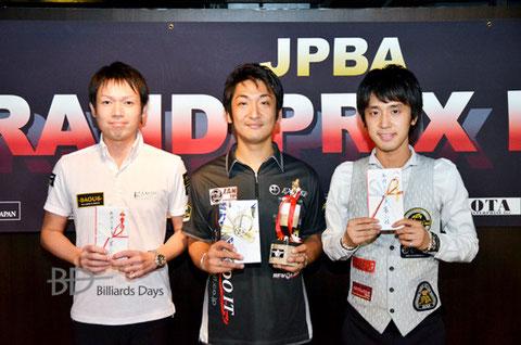 2014年のGPE、年間Top 3プレイヤー。左から、3位赤狩山幸男、MVP栗林達、2位土方隼斗