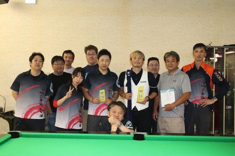 決勝戦後、高知・岡山の選手たちで一緒に撮影 Photo : JAPA