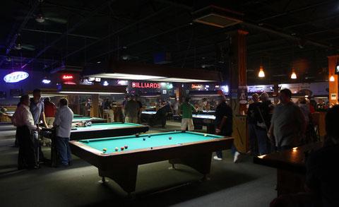 キューメーカーとのフレンドリーマッチ会場(ジョージア州アトランタ近郊の、J・アーチャーが経営していた店で。2013年)