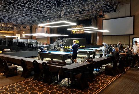 本番のテーブルで練習中のプレイヤーたち。写真提供:2020 Masato Yoshioka