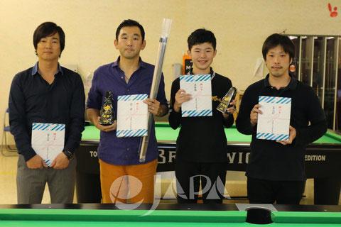 優勝:上原選手(左2) Photo Courtesy of JAPA
