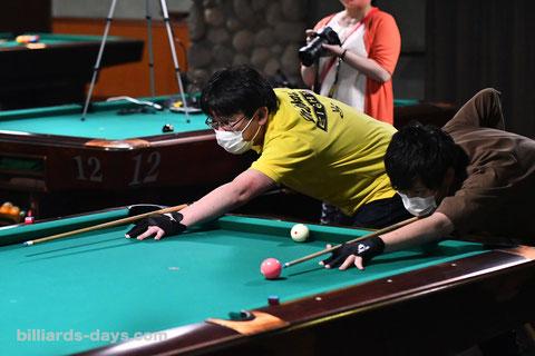 ↑ 8ボール 左:Malakas8(ロサ・池袋)│右:Luck Rack(ポイントサンビリ・荻窪)