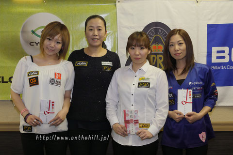 Saeko Izumi (second from the right) won Osaka Queen's Open 2017