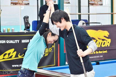 優勝のスミヨシチームの、米田理沙(左)&鈴木謙吾