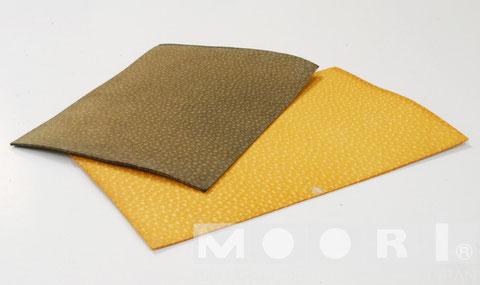 Jewelの革(左)と、Moori Ⅳの革