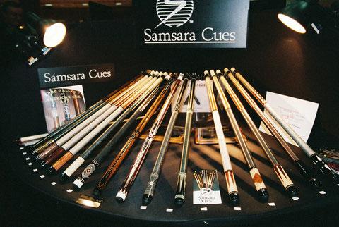 1999年のサムサラブース。キューの販売が右肩上がりで、展示本数やディスプレイ台も凝ったものになった