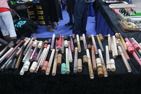 キュー製作用部品を販売する、プレーサーの剣ハギとキュー尻の半完成品