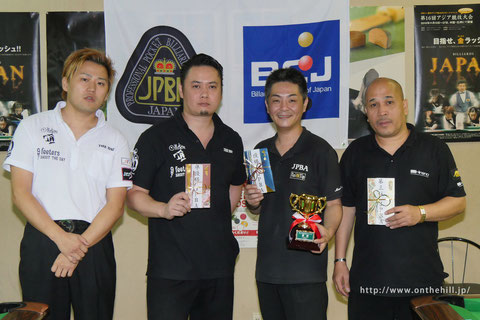 Masaaki Tanaka (second from the right) won TOKAI Grand Prix 左から、3位青木、2位井上、優勝田中、3位ガレゴ
